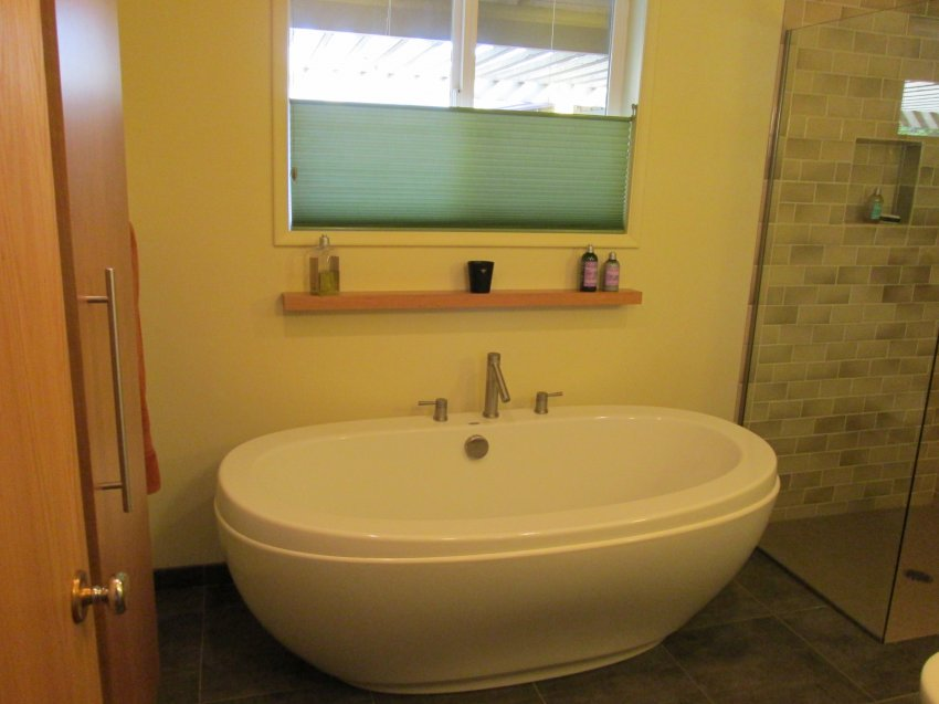 Maax Freestanding Tub